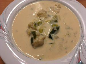 Blumenkohlsuppe mit Käse/Lauch