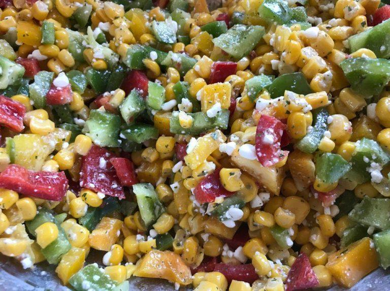 Mais Paprika Salat mit körnigem Frischkäse