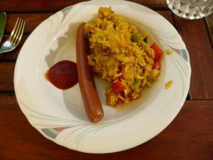 Reissalat (Curry-Banane) mit Würstchen