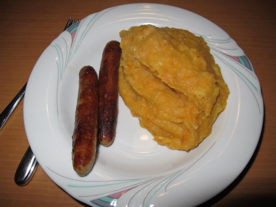 Möhreneintopf (Rheinisch) mit Bratwürstchen