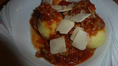 Mini Knödel mit Blitz Bolognese Rezeptfamilie Kochen und Backen für die Familie Kindergericht Familienessen Familinegericht